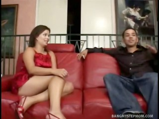 25 year old lusts after his superhot stepmom
