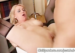 marvelous cougar in nylons t live without to fuck